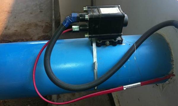 连接电伴热带或与电源间要使用标准的接线盒或三通电源接线盒.